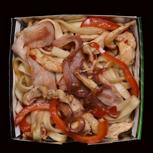 Удон с курицей в устричном соусе
